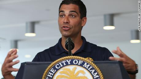 Walikota Miami Francis Suarez memperjuangkan rencana untuk mengatasi dampak krisis iklim.
