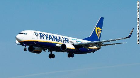 Ryanair adalah salah satu penghasil emisi gas rumah kaca terbesar di UE, menurut data UE. Peringkat tersebut termasuk pembangkit tenaga listrik, pabrik dan penerbangan.
