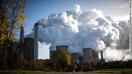 Uap meningkat dari pembangkit listrik tenaga batu bara di Jerman.