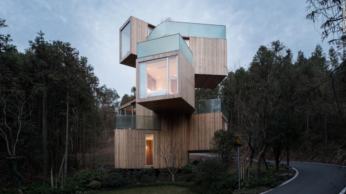 8 rumah dibangun di tempat-tempat yang 'tidak mungkin', curam