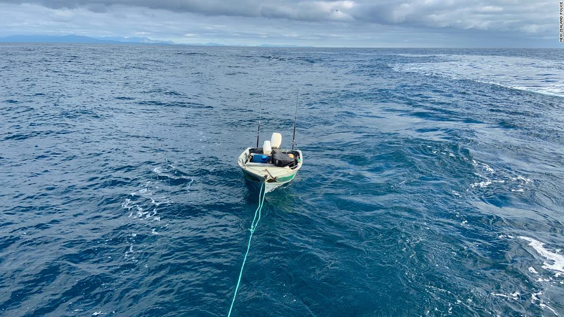 Remaja Selandia Baru diselamatkan setelah mencoba menyeberangi Selat Cook dengan sampan