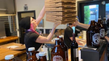 Bagaimana bir membantu menyelamatkan rantai pizza Seattle ini