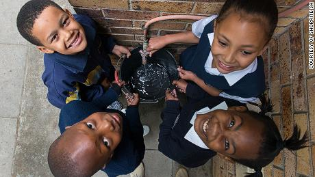 Betapa pintar meter menghemat air dan uang di Cape Town yang dilanda kekeringan