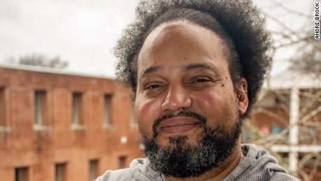 André Brock, seorang profesor di Georgia Tech, mempelajari ras dan internet, dan juga telah melakukan penelitian signifikan di Black Twitter.