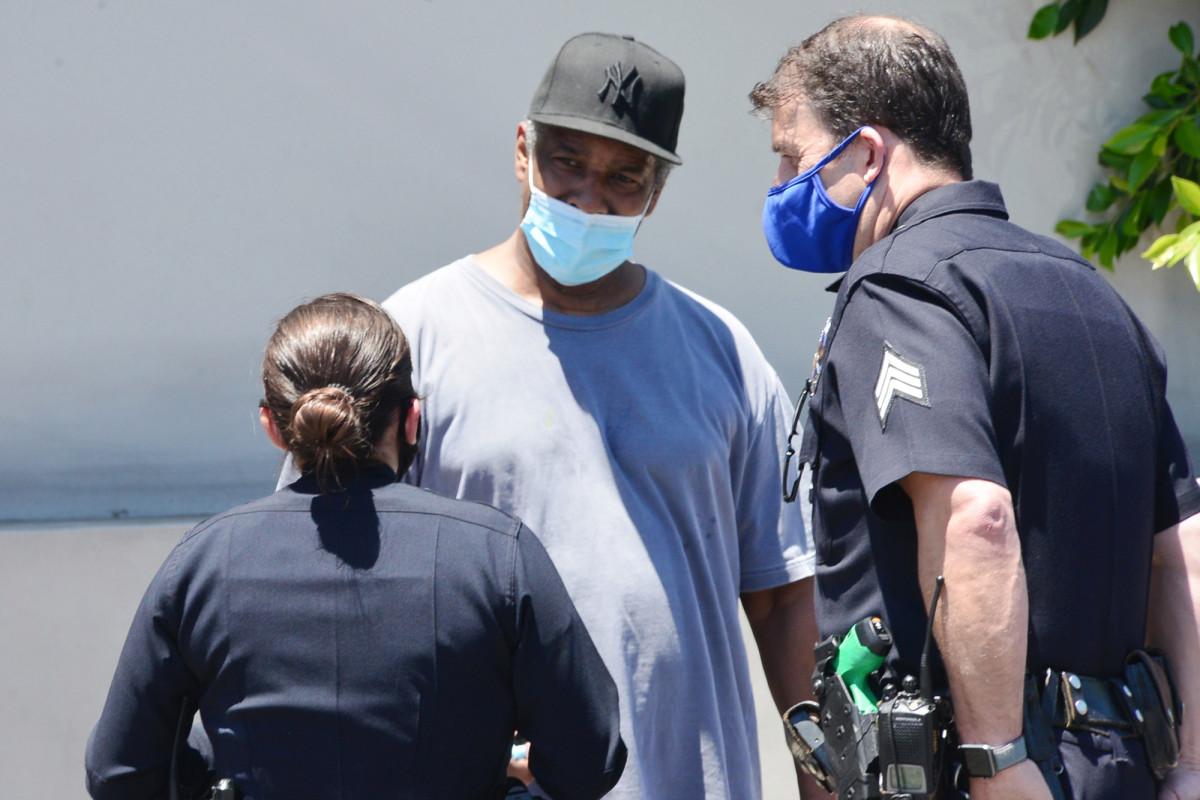 Denzel Washington seen helping homeless man in LA: video