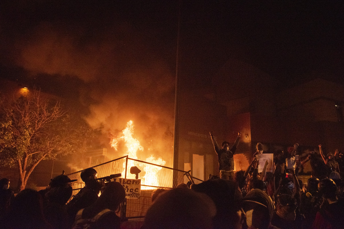 Minneapolis police abandon precinct after protesters set it on fire