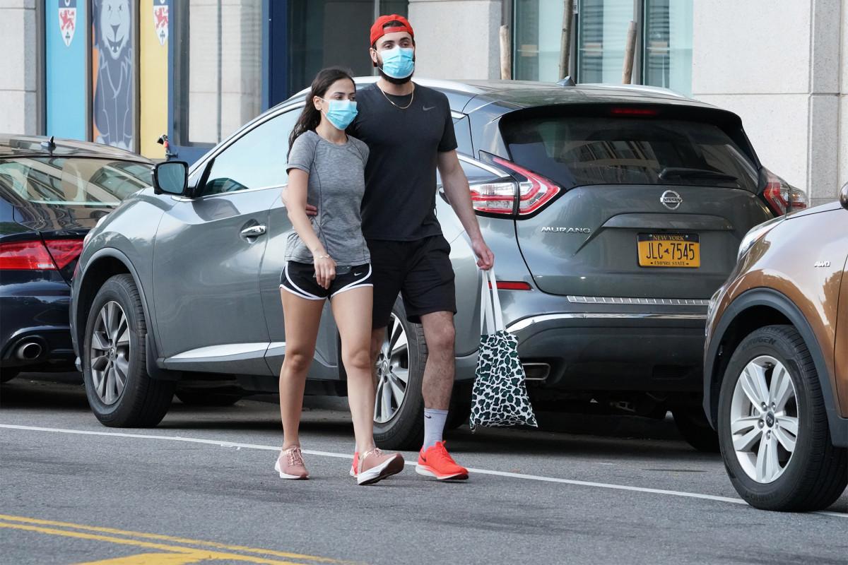 Orang sehat harus mengenakan masker hanya jika merawat pasien coronavirus, kata WHO