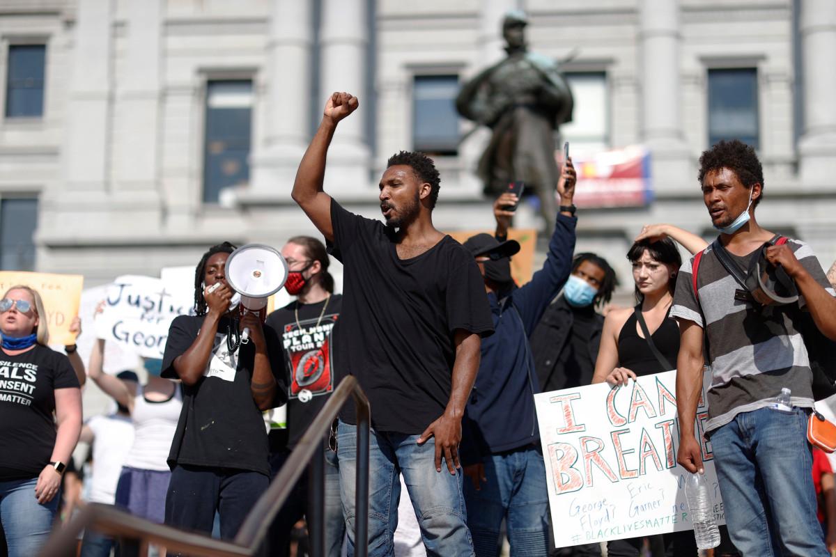 Tembakan ditembakkan selama 'tegang' protes George Floyd di Denver