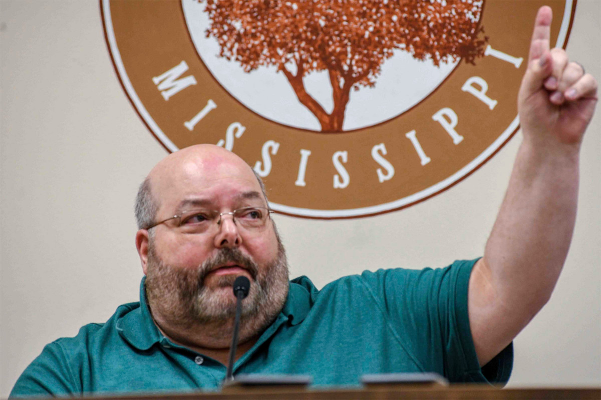 Walikota Mississippi Hal Marx mendapat kecaman atas pernyataan George Floyd