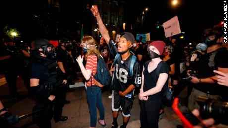 Apa yang dikatakan pemrotes memicu kemarahan mereka