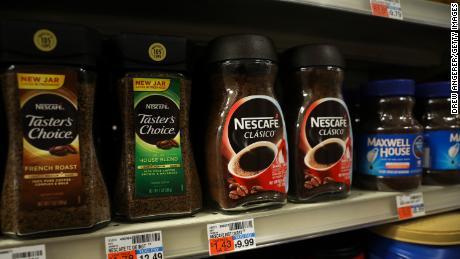 Dengan begitu banyak konsumen yang tinggal di rumah, Nestlé telah melihat peningkatan permintaan untuk kopi Nescafé selama pandemi.