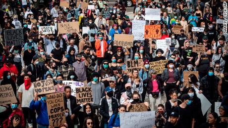 Ribuan orang berkumpul untuk demonstrasi damai untuk memprotes rasisme di Vancouver pada 31 Mei.
