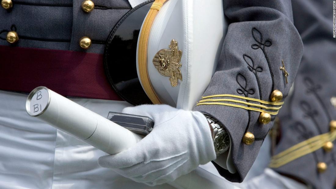 Beberapa taruna didatangkan untuk lulus di West Point dengan hasil tes positif untuk Covid-19
