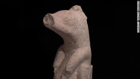 Sebuah patung batu yang ditemukan di Aguada Fenix berasal dari 1000-700 SM.