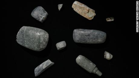 Sumbu digali dari situs, yang berasal dari 1.000-700 SM. Benda berharga lainnya juga ditemukan.
