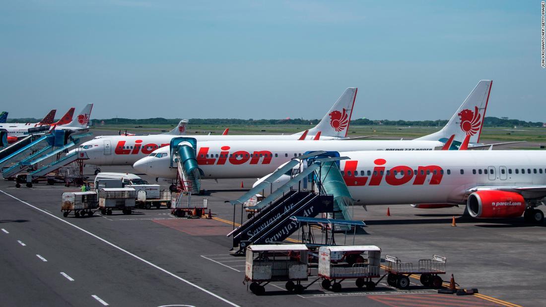 Lion Air Indonesia memulai kembali penerbangan, membatalkannya lagi