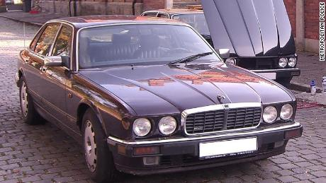 Polisi mengatakan mobil Jaguar ini awalnya terdaftar atas nama tersangka tetapi sehari setelah menghilangnya Madeleine, mobil itu didaftarkan kembali ke orang lain di Jerman.