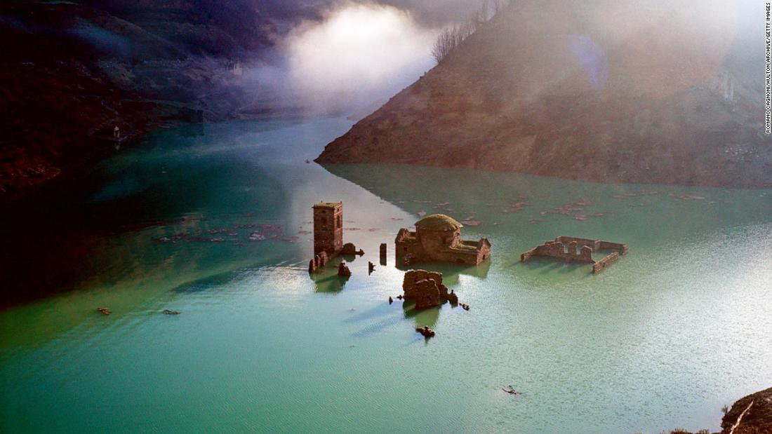 Desa Italia di bawah air sejak 1994 bisa muncul kembali