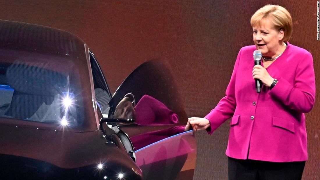 Jerman membagikan uang tunai untuk mobil listrik sebagai bagian dari belanja stimulus baru yang besar