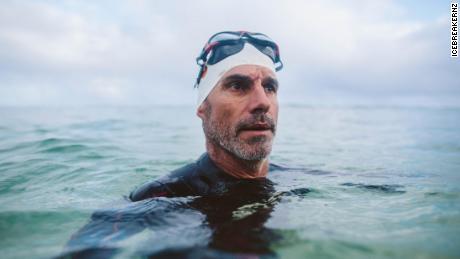 Perenang jarak jauh menyelam ke Great Pacific Garbage Patch