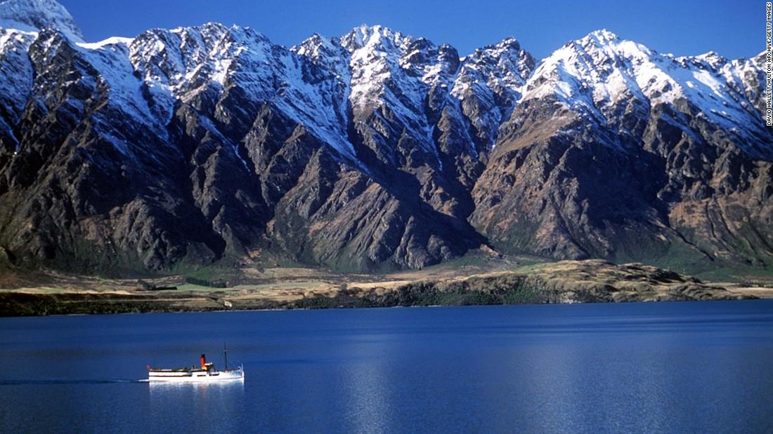 Queenstown, objek wisata bintang Selandia Baru, berjuang keras ketika pengunjung menjauh dari Covid
