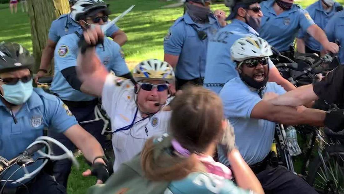 philadelphia police officer hits student protester head orig ko mg_00000711