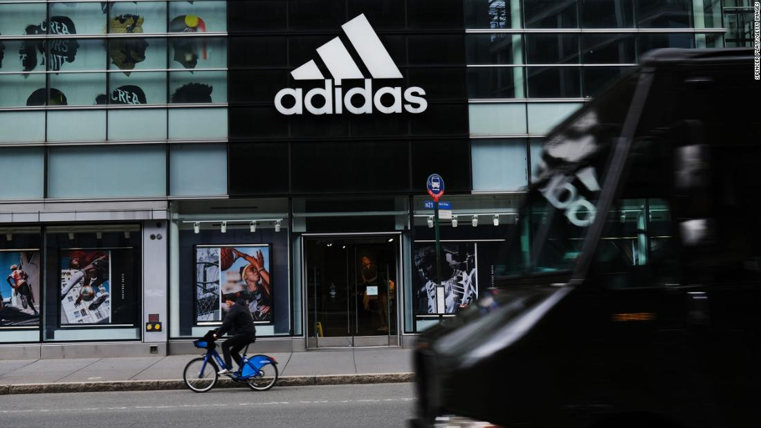 Adidas mengatakan setidaknya 30% dari posisi AS baru akan diisi oleh orang kulit hitam atau Latin