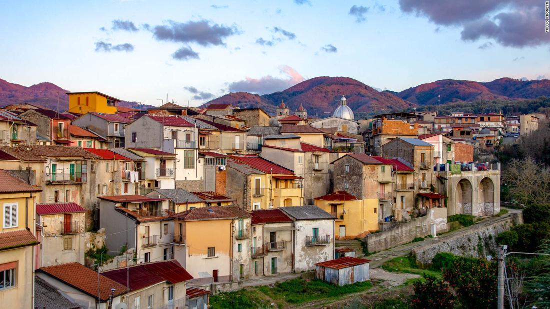 Cinquefrondi: kota Italia 'Covid-free' yang menjual $ 1 rumah