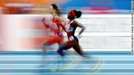 Okoro dan Mariya Savinova dari Rusia bersaing di Final 800m wanita pada hari ketiga Kejuaraan Atletik Indoor Eropa di Oval Lingotto pada 8 Maret 2009 di Torino, Italia.