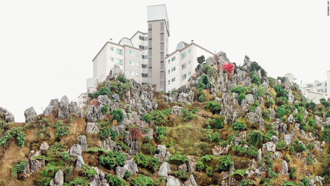 Fotografer Seunggu Kim menangkap 'pegunungan' buatan Seoul