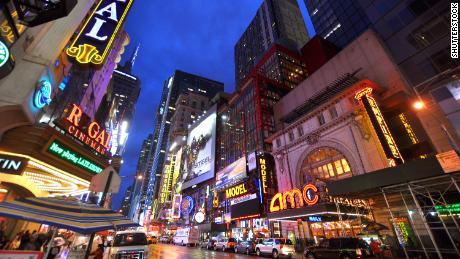 AMC berencana untuk membuka kembali bioskopnya pada bulan Juli