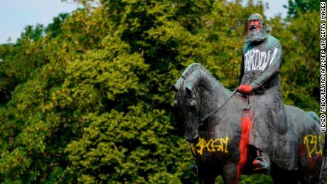 Patung-patung Raja Leopold II sedang dihapus di Belgia. Siapa dia?