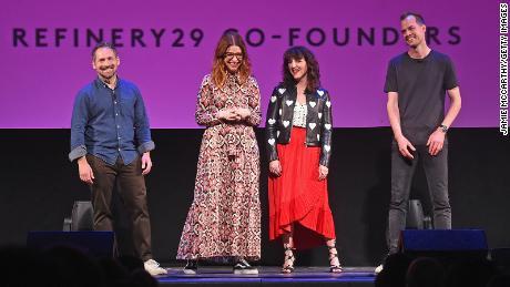 Pendiri Refinery29 pendiri Justin Stefano, Christene Barberich, Piera Gelardi, dan Philippe von Borries berbicara di atas panggung selama acara 2018 di New York City.