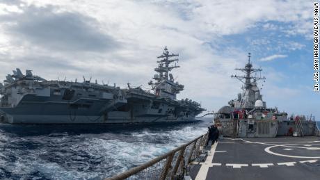 Kapal perusak berpeluru kendali USS Barry beroperasi dengan kapal induk USS Ronald Reagan di Laut Filipina pada 30 Mei.