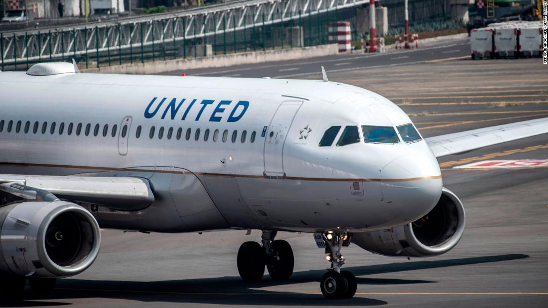 United dan maskapai penerbangan AS lainnya semakin serius dalam persyaratan masker