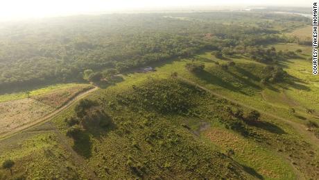 Pemandangan udara dari bagian barat daya dataran tinggi Aguada Fenix.