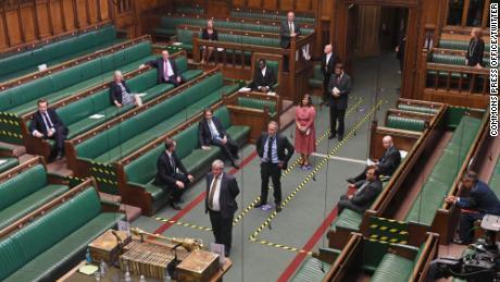 Anggota parlemen kembali ke House of Commons untuk memberikan suara pada hari Selasa.