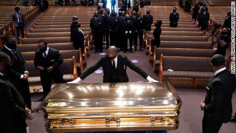 Joe Biden dan Pendeta Al Sharpton menyampaikan pidato di pemakaman George Floyd di Houston