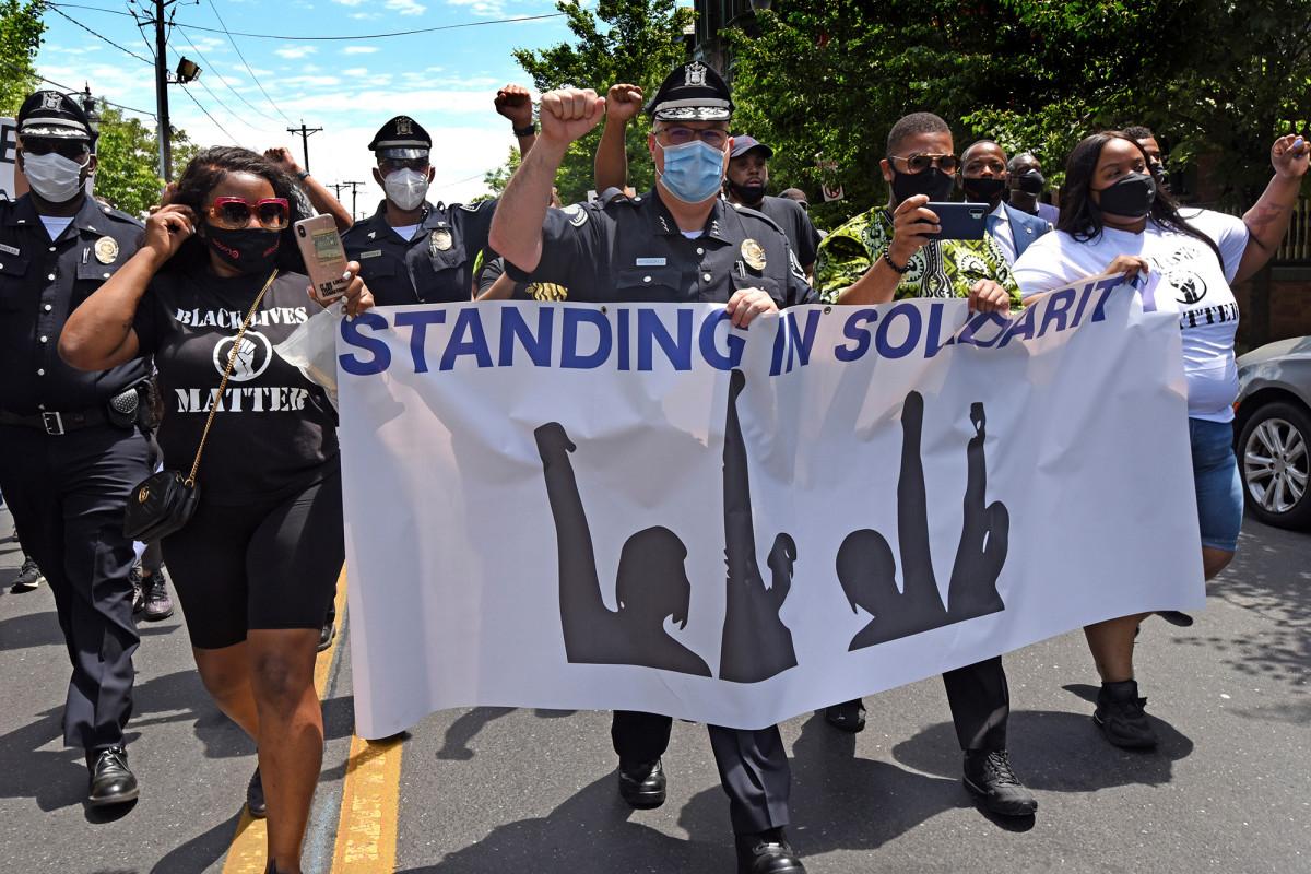 Apa yang terjadi setelah Camden, NJ membubarkan departemen kepolisiannya