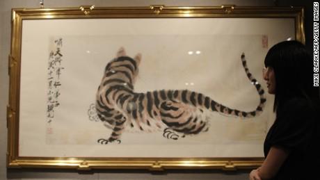 Kurator China menempa 143 lukisan klasik, menjual aslinya