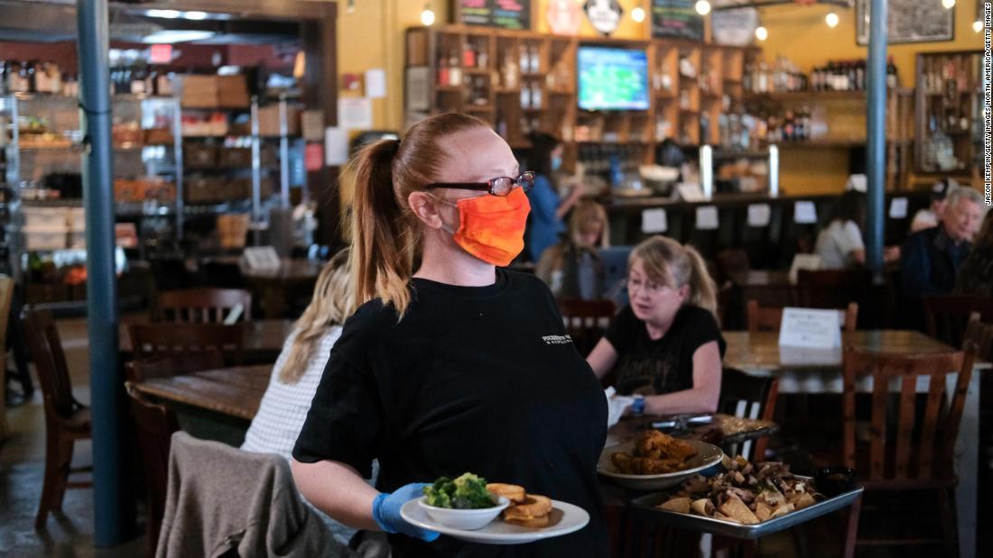 Bagaimana tetap aman di restoran dan kafe
