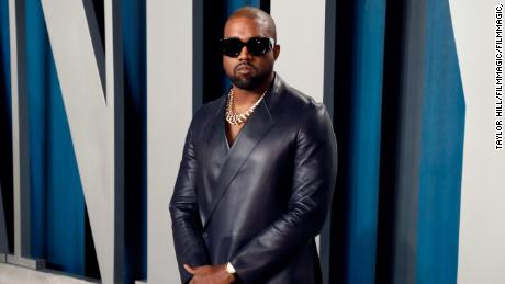 Kanye West menyumbang $ 2 juta, membayar uang kuliah untuk putri George Floyd