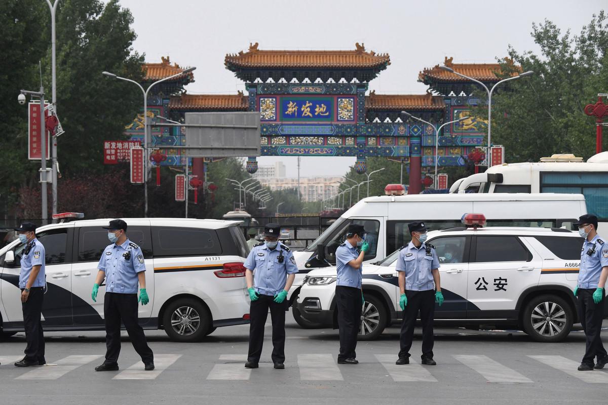 Beijing menutup pasar setelah kluster coronavirus baru muncul