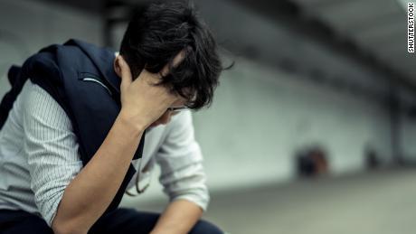 5 tanda-tanda kecemasan koronavirus Anda telah menjadi serius, mengancam kesehatan mental Anda, dan apa yang harus dilakukan