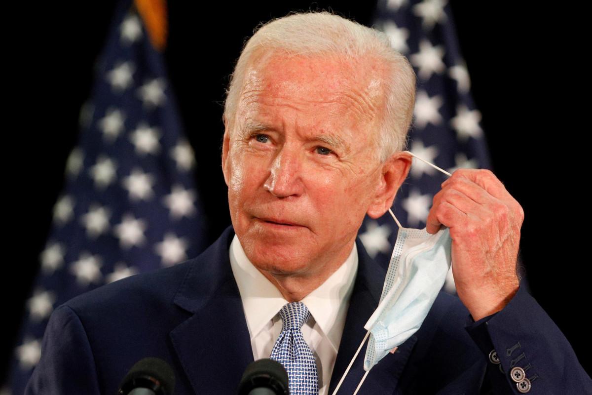 Biden mengatakan ia mendukung kuliah gratis, pengampunan pinjaman mahasiswa