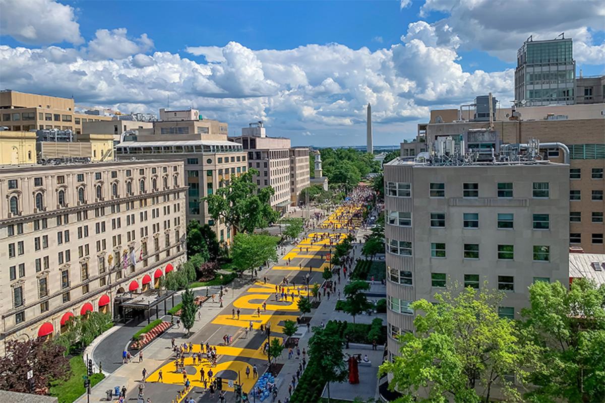 DC bersiap untuk protes karena walikota menambah tampilan 'BLM Plaza'