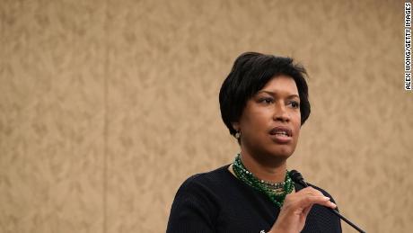 Walikota DC mengatakan tanggapan federal terhadap protes menyebabkan kelompok yang lebih besar berpartisipasi secara damai