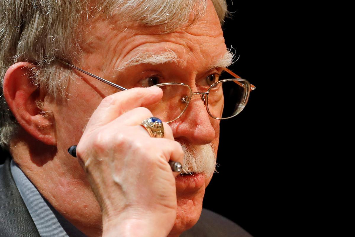 Departemen Kehakiman menuntut untuk memblokir buku John Bolton