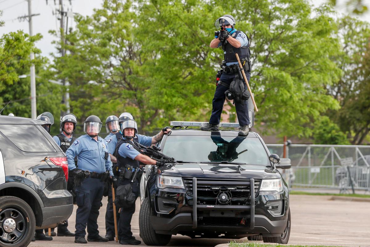 Dewan sekolah Minneapolis membatalkan kontrak polisi kota