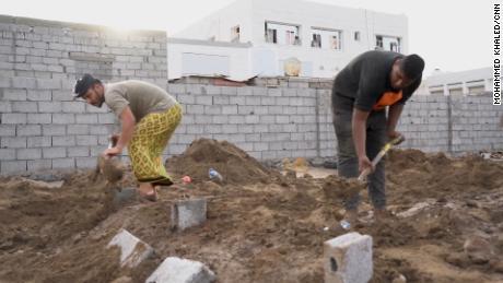 Pejabat kesehatan setempat mengatakan Aden mencatat rata-rata 55 kematian setiap hari di bulan Mei, lonjakan yang signifikan dari bulan-bulan sebelumnya.